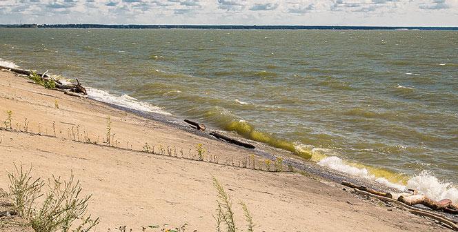 В Новосибирске, несмотря на похолодание, начали готовить пляжи к купальному сезону
