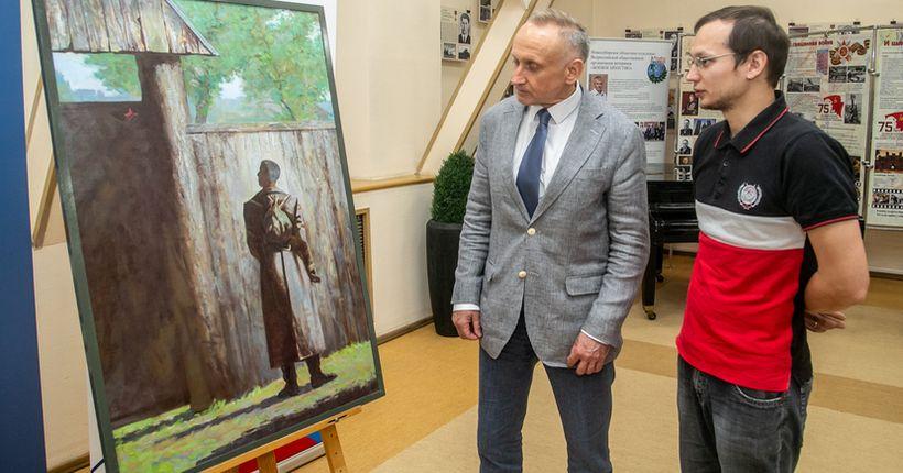 Новосибирский художник подарил Волгограду картину, посвящённую войне