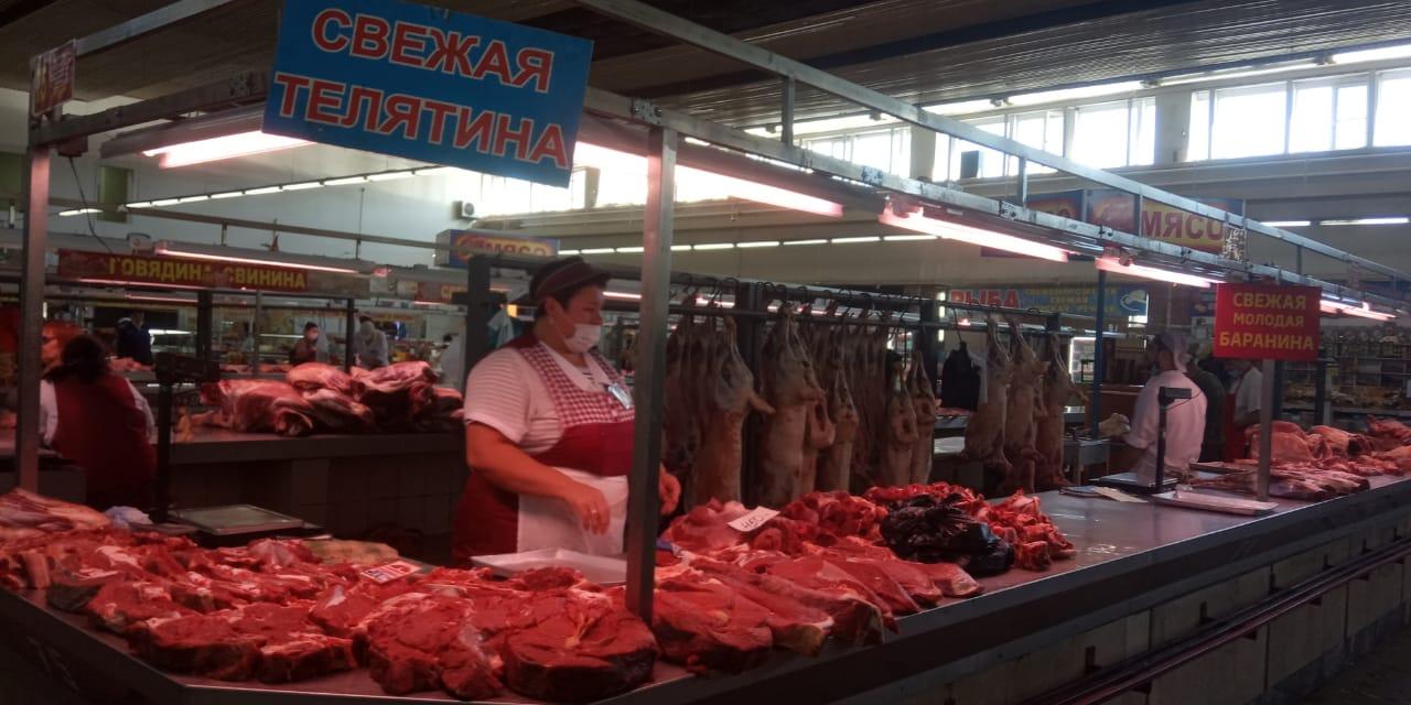 Рынки Новосибирска начали работать: продавцов пока больше, чем покупателей