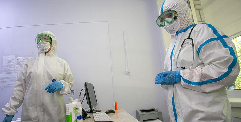 В Новосибирской области болеют коронавирусом 322 сотрудника медицинских учреждений