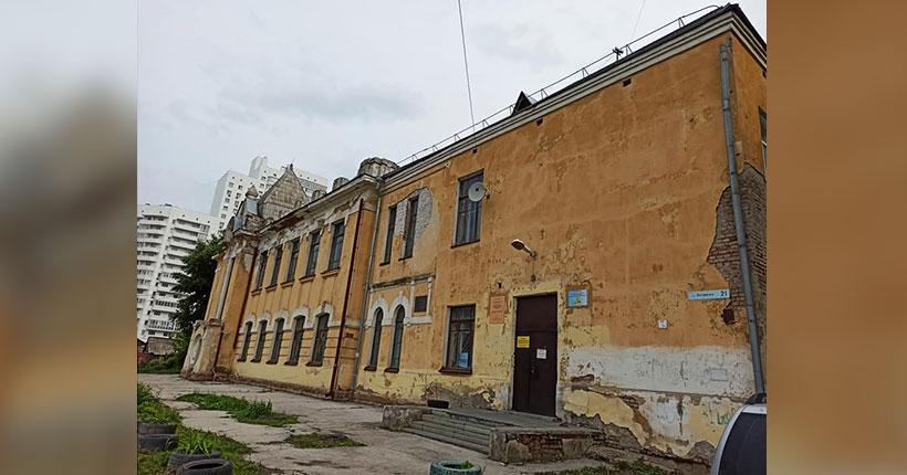 Здание-памятник одной из крячковских школ в Новосибирске стало поводом к петиции