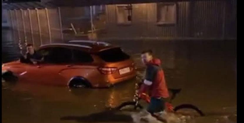 Новосибирск ночью затопил сильнейший ливень