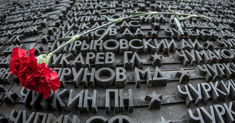 Буквы на пилонах