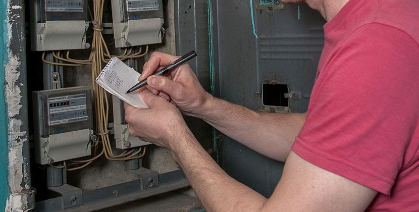 Накопили долг на миллион: следователи Новосибирской области проверяют законность отключения дома от электросети