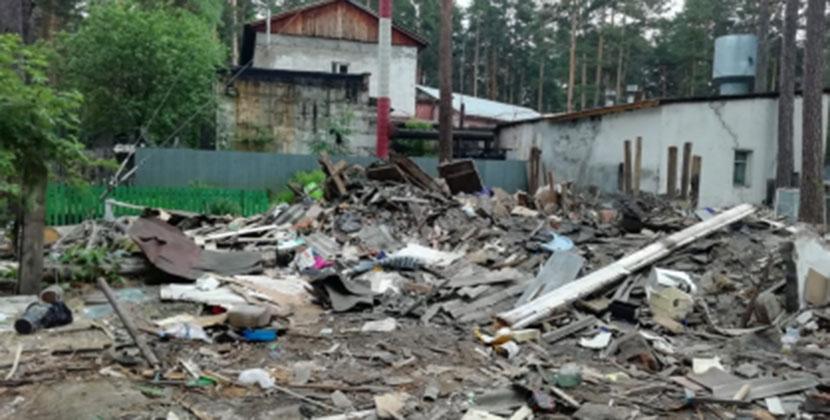 В Новосибирской области мужчина самовольно снёс дом, в котором проживали две семьи с детьми