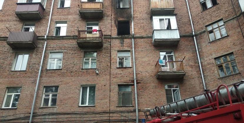 В Новосибирске на пожаре сотрудники МЧС спасли 30 человек