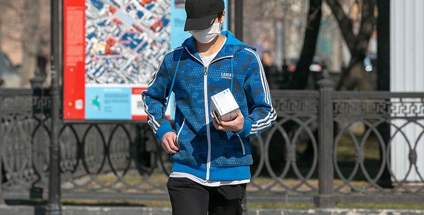Не желая надевать маски, жители Новосибирска находят нестандартные решения