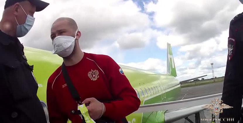 В Новосибирском аэропорту Толмачёво задержали пьяного дебошира