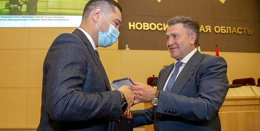 Председатель транспортного комитета заксобрания стал «Почётным дорожником России»