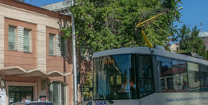 Мужчина попал под трамвай №13 в Новосибирске