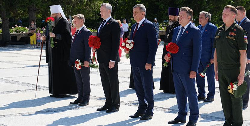 В День памяти и скорби руководители Новосибирской области и города почтили память павших в годы Великой Отечественной войны