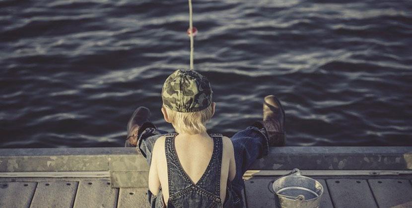 Хотел покормить родителей рыбкой: в Новосибирске потеряли мальчика-рыболова
