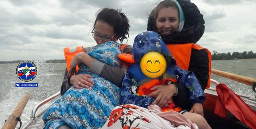С острова Заячий под Новосибирском спасли людей во время шторма