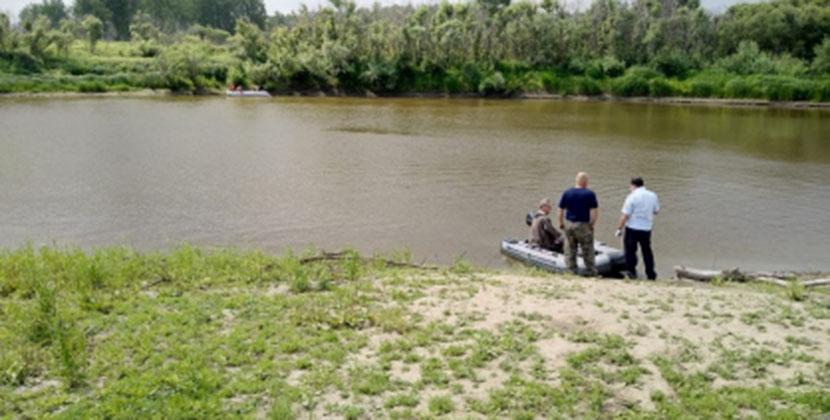 Плавали на бревне: под Новосибирском разыскивают двух молодых людей
