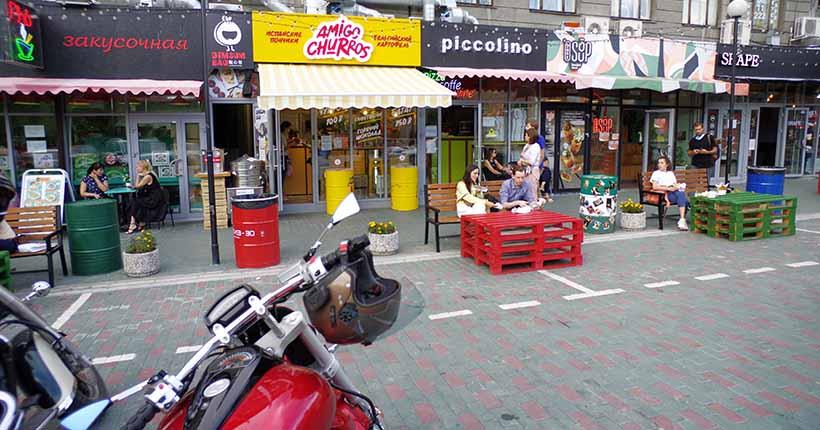 Новосибирским кафе и ресторанам разрешили бесплатно использовать тротуары для летников