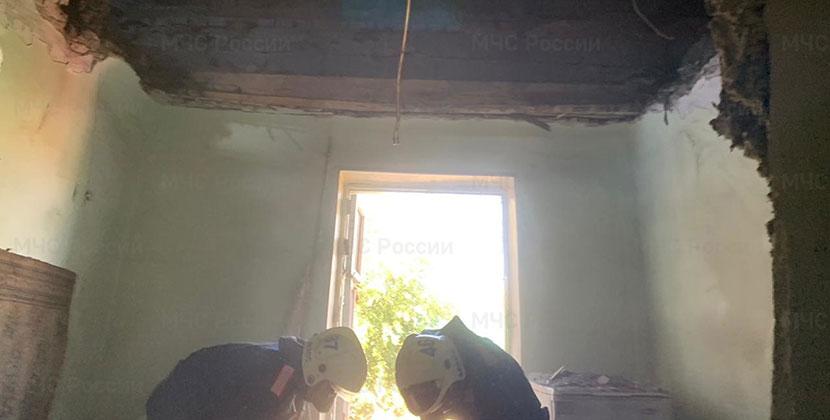 В Новосибирске обрушилась крыша жилого дома: есть жертва