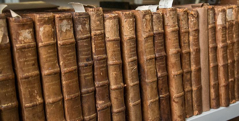 В Новосибирской областной библиотеке книги от читателей принимают в пакетах и отправляют на карантин