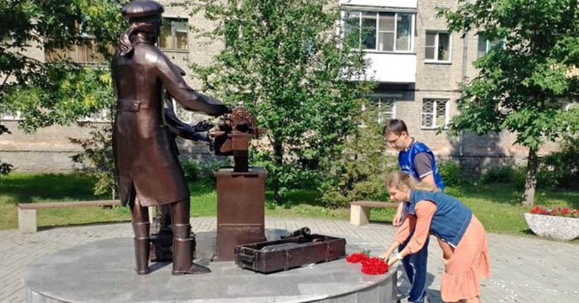 Новосибирцы выложили звезду из зажжённых свечей в честь присвоения городу звания «Город трудовой доблести»
