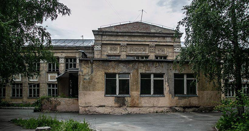 В Новосибирске готовятся к сносу здания школы с большой историей
