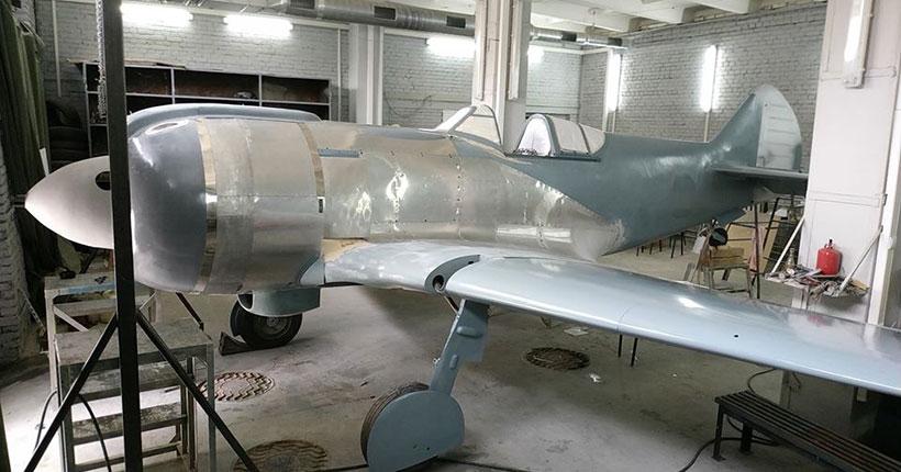 В Новосибирске завершают восстановление первого советского истребителя Ла-5 времён Великой Отечественной войны.