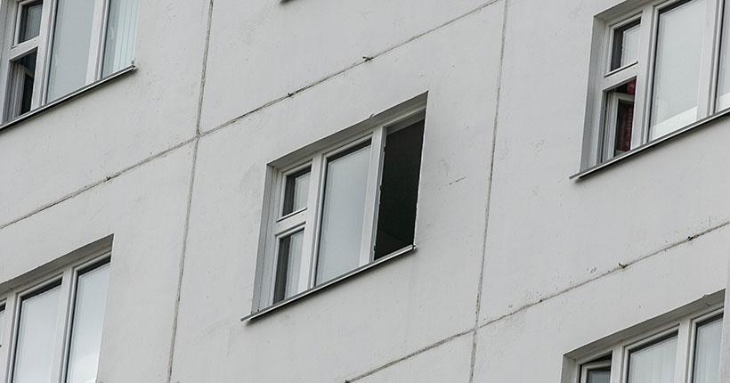Из окна высотки в Октябрьском районе Новосибирска в пятницу, 24 июля, выпала юная девушка