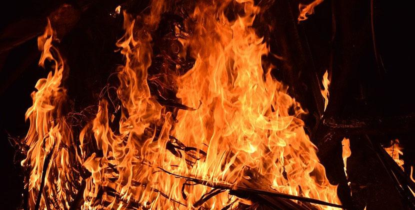 В Новосибирской области при тушении пожара обнаружили тела пенсионеров