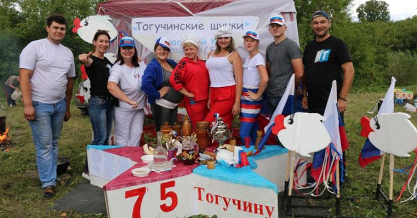На фестивале ухи в Новосибирской области варили суп из петуха