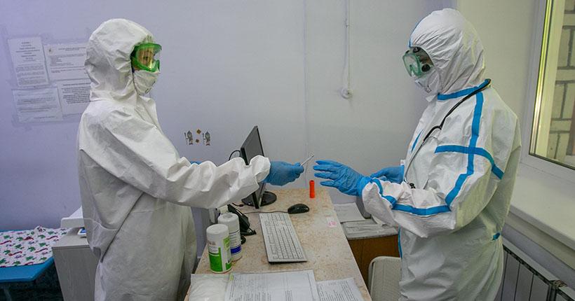 Новосибирские медики, переболевшие COVID-19, получают страховые выплаты