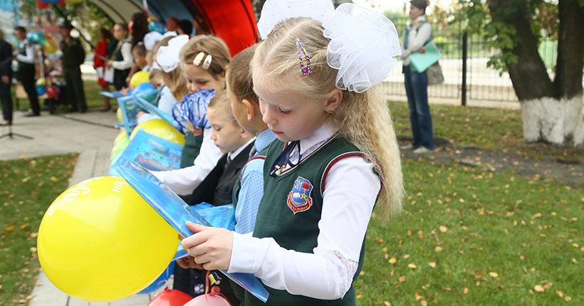 Министр образования Новосибирской области пообещал разобраться с оплатой напитков в бесплатных комплексах для школьников
