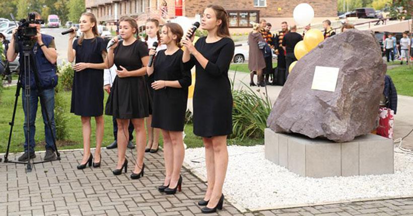 В Новосибирске открыли монумент в честь Героя Советского Союза Виктора Уса