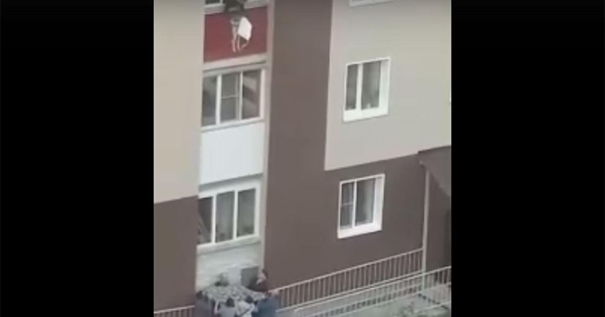 В Новосибирске во время пожара детей выбрасывали из окон многоэтажки