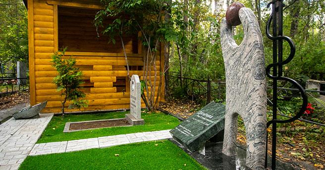 В Новосибирске на могиле Янки Дягилевой установили памятник