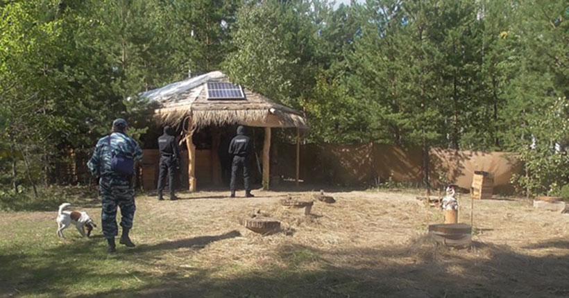 На живописном острове под Новосибирском мужчина самовольно построил бунгало и торговал сувенирами