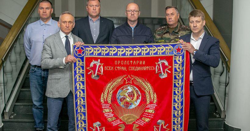 Новосибирцы подарили Карелии копию знамени боевой части, погибшей на советско-финской войне
