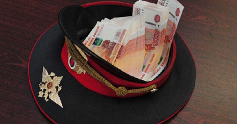 Новосибирских полицейских обвиняют в получении взятки в особо крупном размере