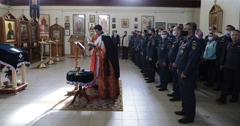 Новосибирские пожарные отметили праздник небесной покровительницы