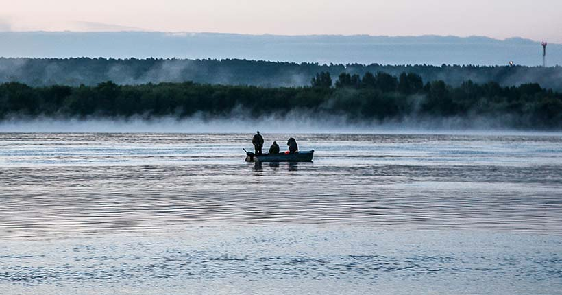 Три лодки с рыбаками перевернулись на Оби