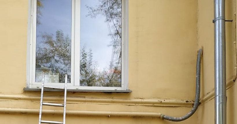 В Новосибирске ребёнка оставили дома одного: соседям пришлось вызывать спасателей