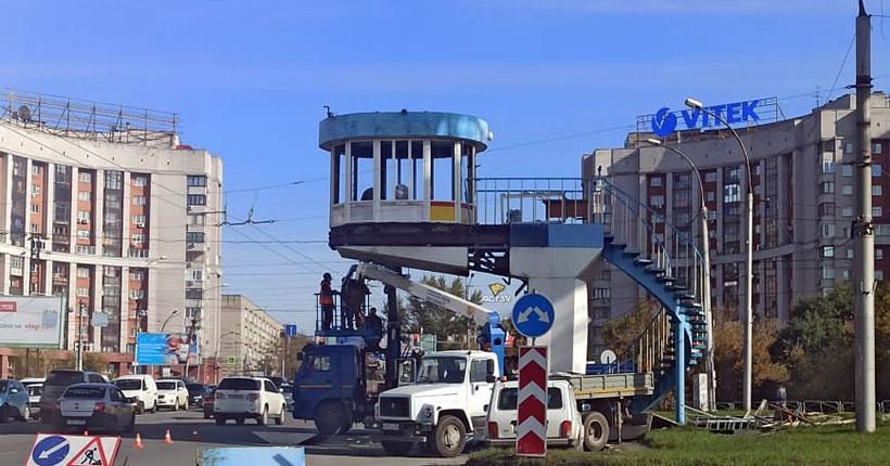 В Новосибирске демонтируют один из самых известных постов ГИБДД