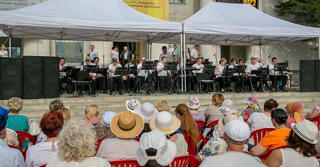 Жители Новосибирска и гости города могут стать случайными зрителями концертов в честь Дня музыки