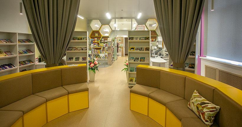 Модельная библиотека для детей с уютным уголком для бабушек открылась в Новосибирской области