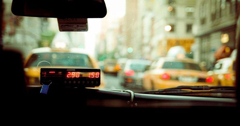 В Новосибирске таксист порезал ножом своего пассажира