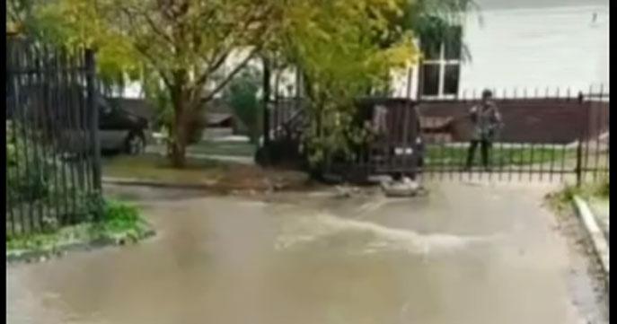 В Ленинском районе Новосибирска водой залило несколько улиц