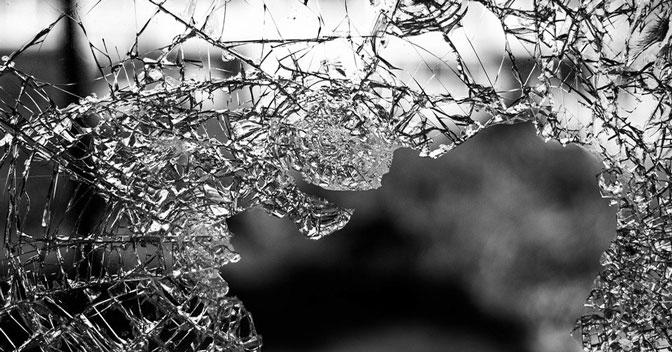 В Новосибирске мужчина выпал из окна многоэтажки