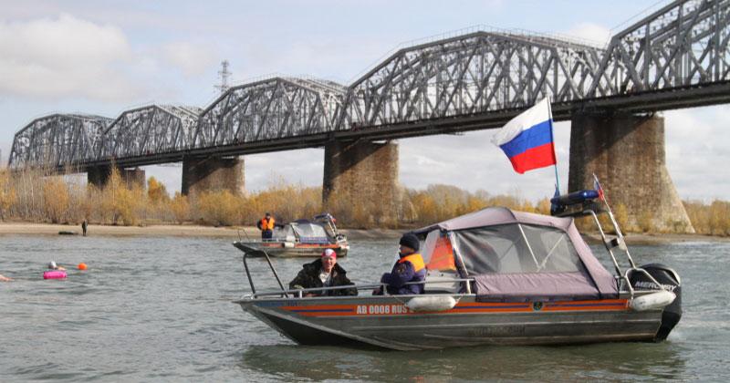В Новосибирске прошёл 10-километровый заплыв в холодной воде реки Оби
