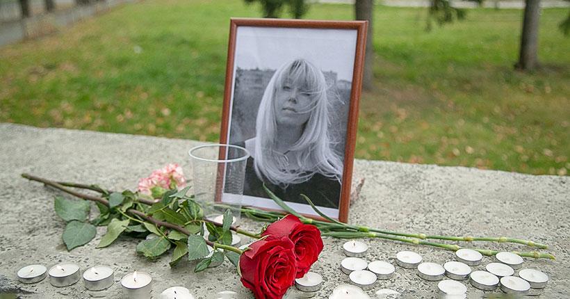 В Новосибирске неравнодушные горожане зажгли свечи в память о журналистке Ирине Славиной