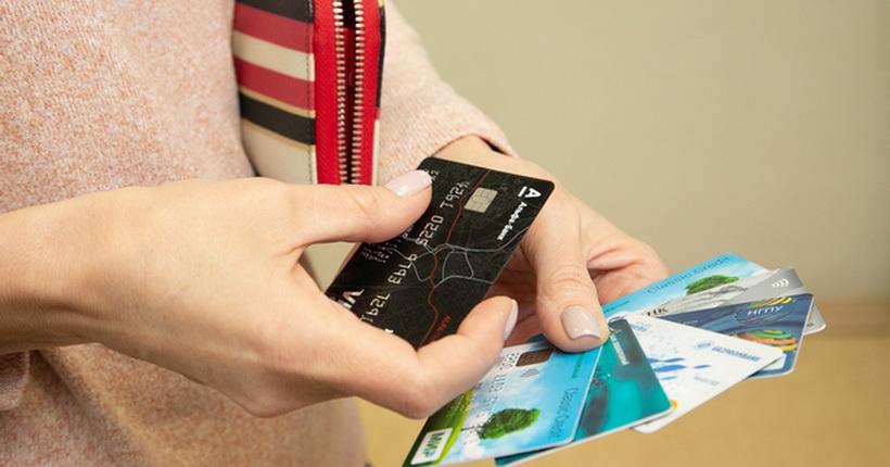 Жители Новосибирской области всё чаще предпочитают безналичные платежи