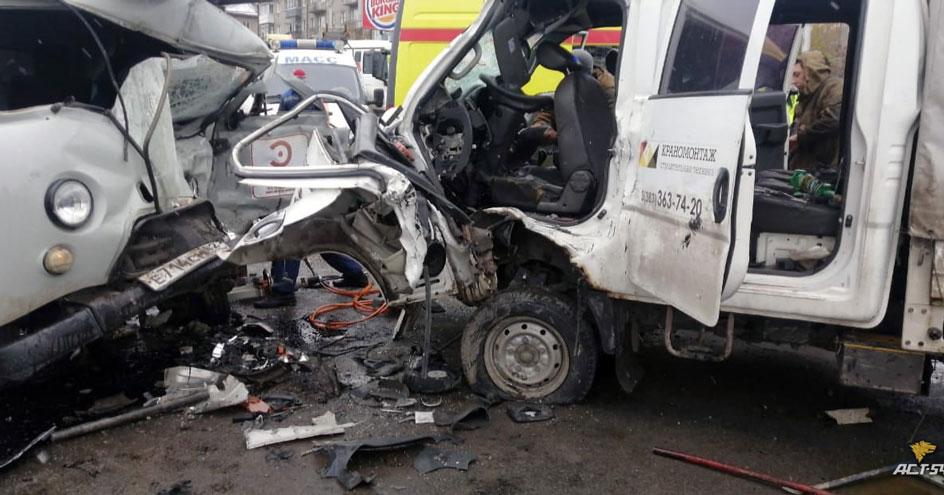 В Новосибирске на оживлённой магистрали произошла страшная авария: есть жертвы
