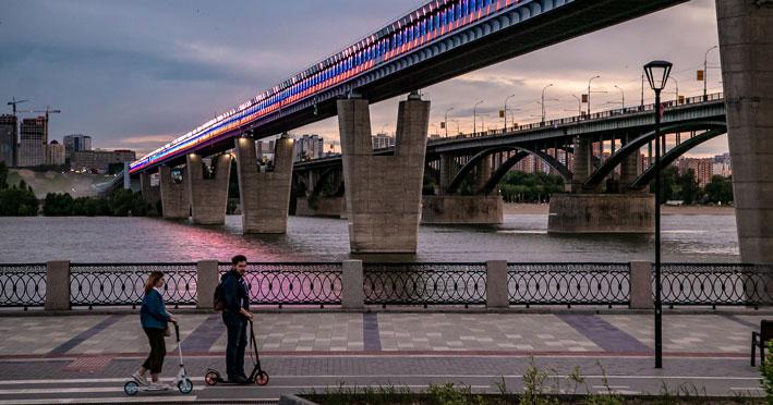 Октябрьский мост в Новосибирске празднует свой день рождения