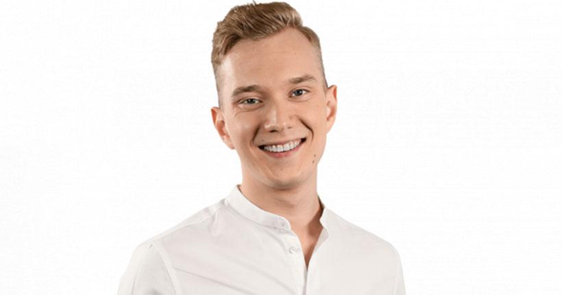 Исполнитель из Новосибирска 24-летний Олег Шерин стал участником шоу «Голос»